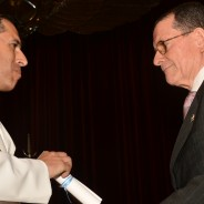"""Entrega del premio """"Mayor Eduardo Olivero"""" al primer promedio del Seminario """"Pensadores Aéreos"""""""