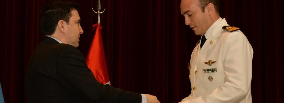 """Entrega del premio """"Mayor Eduardo Olivero"""" en el egreso del Curso de Comando y Estado Mayor"""