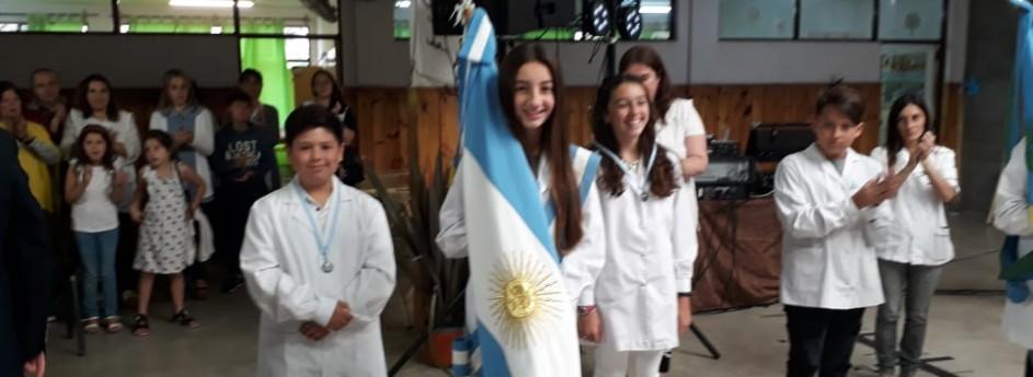 """Entrega de distinciones """"Mayor Eduardo Olivero"""" en el egreso de la Escuela Nº 53"""